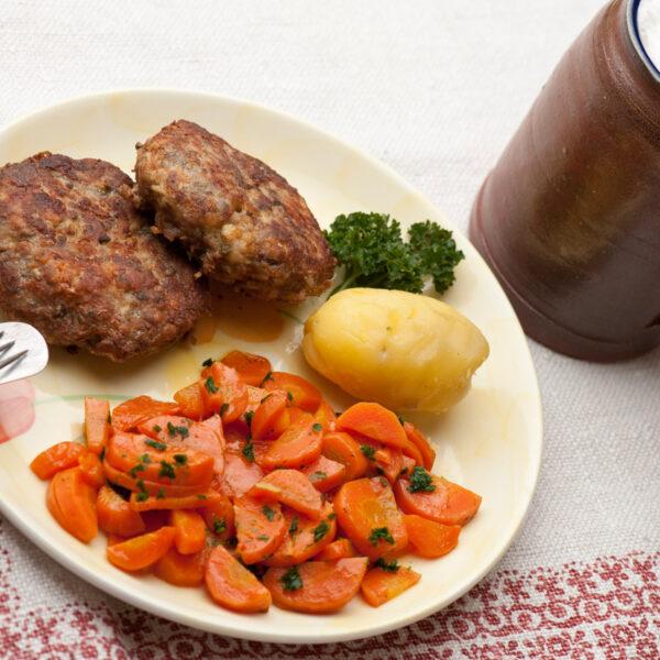 Fleischküchla mit Gemüs