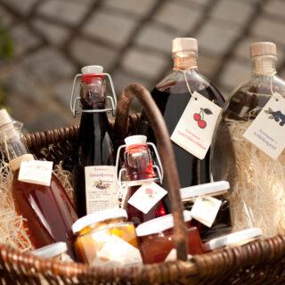 Liköre aus oberfränkischen Beeren, Kräutern und Früchten