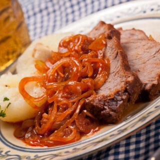 Zwiebelfleisch (auf fränkische Art warm zubereitet)