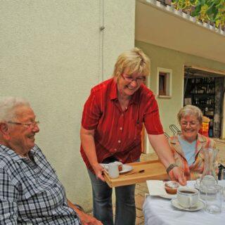 """Terrassencafé und Brennerei - Hofladen """"Geist-Reich"""", Kunreuth"""