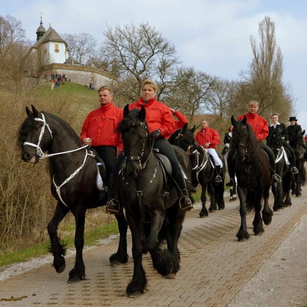 Buttenheim: Georgiritt zur Senftenbergkapelle