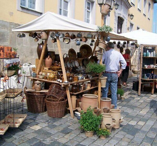 Creußen: zum Töpfermarkt und ins Krügemuseum