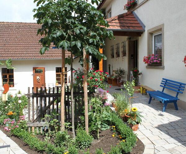 Harsdorf: Besuch in der Naturkräuterschmiede