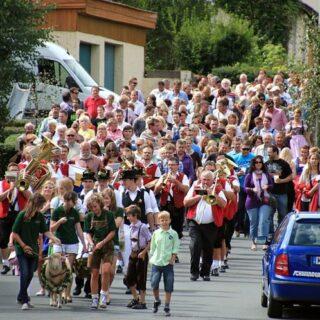 Limmersdorf: Zur Lindenkirchweih mit Tanz auf der Linde