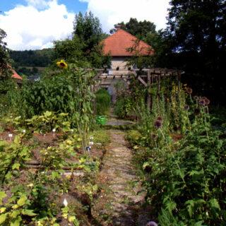 Schmölz: Ein historisches Kleinod: Der Kräutergarten beim Pfarrhaus