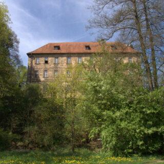 Steinenhausen (Kulmbach): Mainzusammenfluss und Schloss Steinenhausen