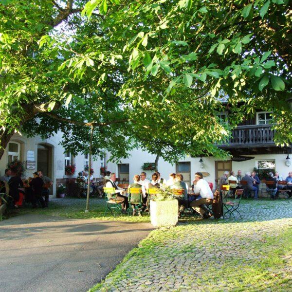 Waldgaststätte Steinhaus: Blick in den Biergarten
